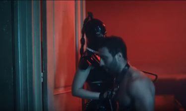Όργιο με φίδια, μαστίγια, αφέντρες και σκλάβους σε video clip ελληνικού συγκροτήματος