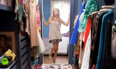Πέντε tips αποθήκευσης για να τακτοποιείς τα ρούχα σου εκτός ντουλάπας