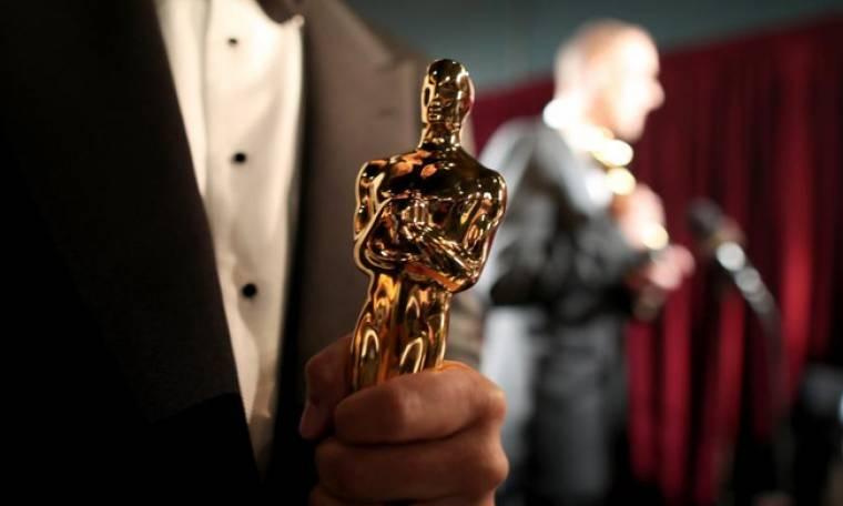 Όσκαρ 2018: Παρέλαβε το βραβείο του με τον γύψο στο χέρι
