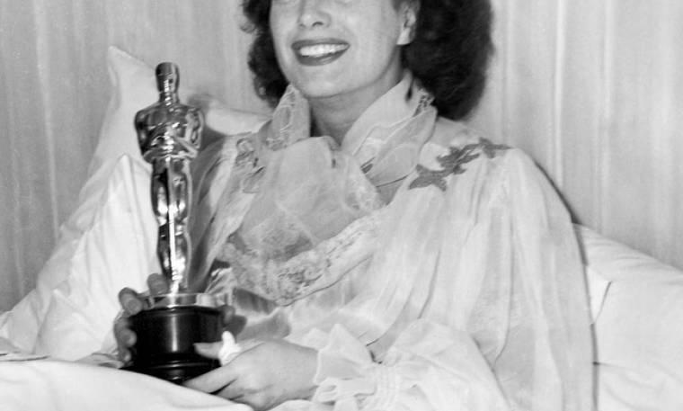 Όσκαρ 2018: Άρρωστη με πνευμονία κέρδισε το Oscar και το παρέλαβε στο κρεβάτι της