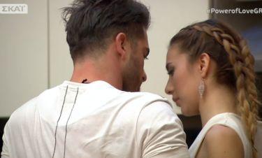 Power of love: Ασταμάτητοι Δώρος-Αθηνα: Αγκαλιές και χάδια μπροστά σε κάμερες και συμπαίκτες