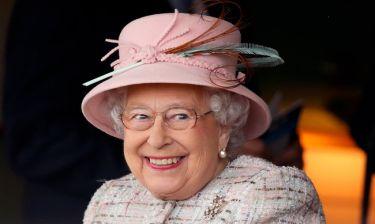 Τέσσερα διαφορετικά ποτά την ημέρα πίνει η βασίλισσα Ελισάβετ!
