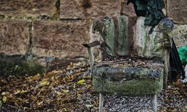 Βρήκε μια παλιά πολυθρόνα στο δρόμο! Αυτό που θα δείτε, θα το κάνετε κι εσείς με τις δικές σας (vid)