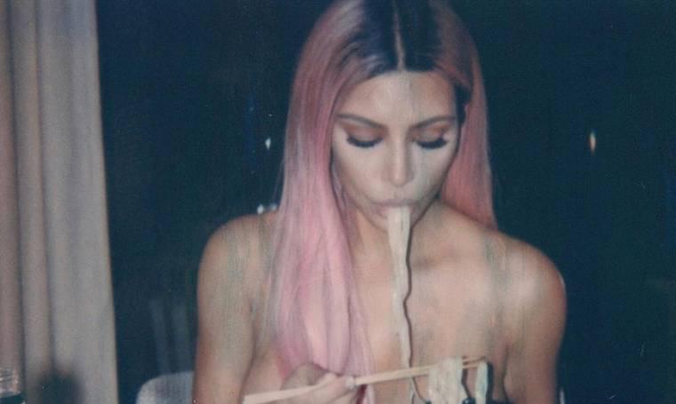 Kim Kardashian: τρώει γυμνόστηθη noodles