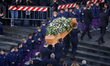 «Ράγισαν καρδιές» στο «τελευταίο» αντίο στον Davide Astori