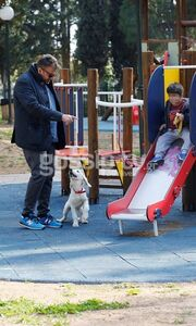 Γιώργος Λιάγκας: Στην παιδική χαρά με τον γιο του και τον Όσκαρ