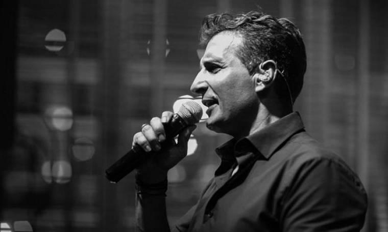 Δημήτρης Μπάσης: Ολοκληρώνει τις εμφανίσεις του στην Αθήνα και ξεκινάει περιοδεία