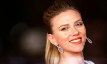 Ο δίδυμος αδερφός της Scarlett Johansson παραείναι γοητευτικός, δε νομίζεις;