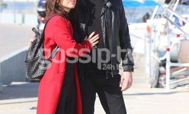 Ερωτευμένη η γνωστή τραγουδίστρια - Βόλτα με τον σύντροφό της στο Πασαλιμάνι