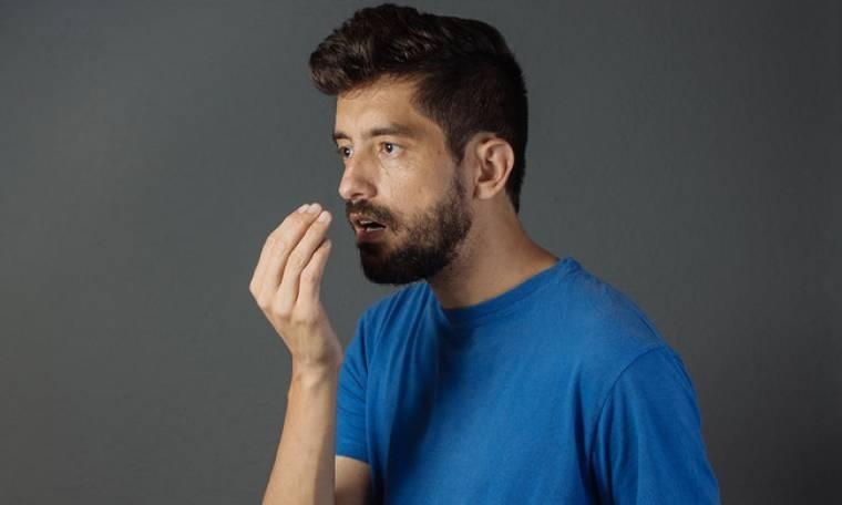 Κακοσμία στόματος: Οι αιτίες και πώς θα την αντιμετωπίσετε