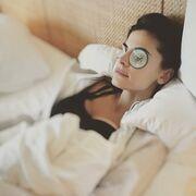 Οι πιο σέξι κυρίες της ελληνικής σόουμπιζ ξαπλωμένες στα... λευκά τους σεντόνια!