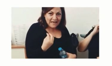 Δανάη Μπάρκα: Θα κλάψετε από τα γέλια! Η νέα φάρσα που έκανε στη μαμά της, Βίκυ Σταυροπούλου