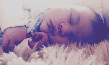 Η τρυφερή φωτογραφία του ηθοποιού με τη νεογέννητη κόρη του τρέλανε το διαδίκτυο (pics)
