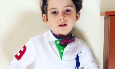 Ο γιος του Χανταμπάκη ντύθηκε… μόνος του και φοράει «παπαγιόν»