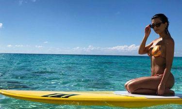 Kourtney Kardashian: Η επίπεδη κοιλιά της είναι το #bodygoal μας γι' αυτό το καλοκαίρι
