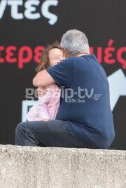 Γιώργος Λύρας: Φιλιά και αγκαλιές με την κόρη του στην Θεσσαλονίκη