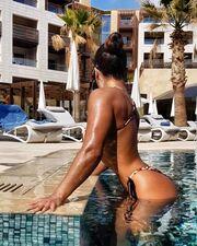Κολάζει το instagram με τη σέξι φωτογραφία της