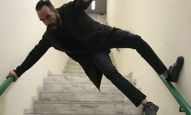 Πάνος Μουζουράκης: Τα ακροβατικά του στις σκάλες