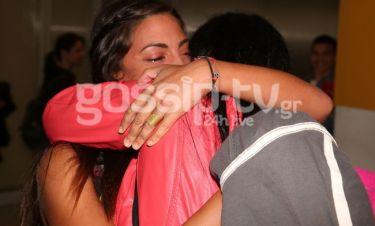 Survivor 2: Η Λαπάτη έφτασε Ελλάδα και ξέσπασε σε κλάματα μόλις είδε τη μητέρα και τον αδελφό της