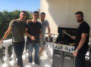 Νίκος Πολυδερόπουλος: Κυριακάτικο μπάρμπεκιου με καλή παρέα στο σπίτι του (φωτο)