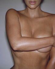 Kim Kardashian: Γυμνή και πάλι στο instagram