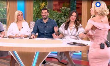 Η Ελένη Μενεγάκη ξέχασε να κουμπώσει το φόρεμά της - Δείτε την αντίδρασή της on air!