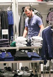«Τσακώσαμε» τον Τσεπάνη να κάνει ψώνια στο Μαρούσι