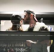 Πήγαν για ψώνια και τους… «πιάσαμε» να φιλιούνται!