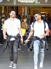 Power of love: Θεόφιλος-Ζάρλας: Επέστρεψαν στην Ελλάδα και έκαναν τα ψώνια τους στο Golden Hall