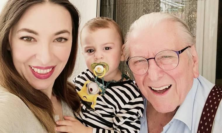 Αλίκη Κατσαβού- Κώστας Βουτσάς: Η οικογενειακή φωτογραφία μετά το κούρεμα….