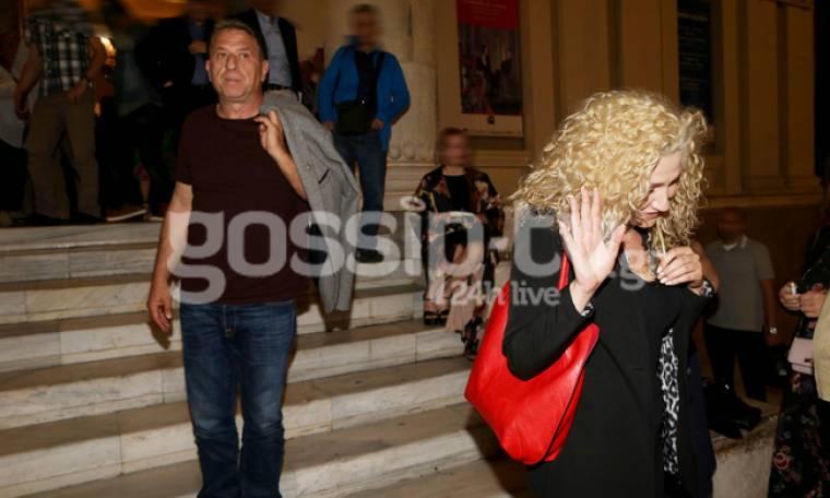 O Κόκλας και η ξανθιά κυρία που αρνείται να βγει φωτογραφία