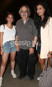Σπάνια οικογενειακή λήψη! Ο Κώστας Αρζόγλου αγκαλιά με τις κόρες του
