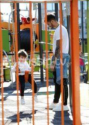 Αγγελική Ηλιάδη – Σάββας Γκέντσογλου: Με τον γιο τους στην παιδική χαρά