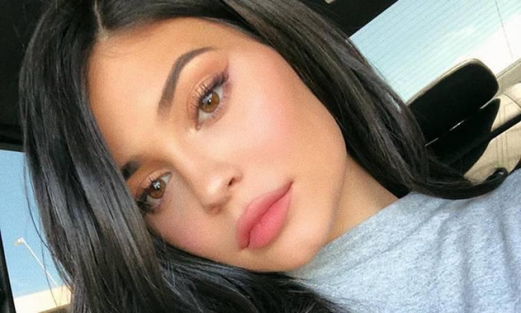 Η φωτογραφία της Kylie Jenner που πυροδότησε φήμες περί αρραβώνα