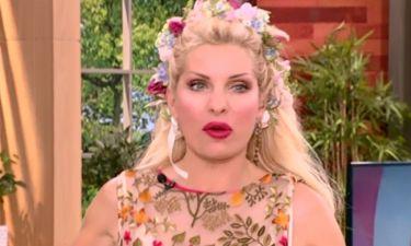 Η Ελένη έφερε το Μάη στο πλατό! Το στεφάνι στα μαλλιά και το φόρεμα!
