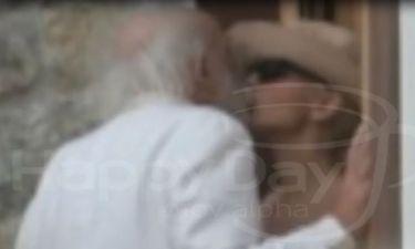 Αλέξανδρος Λυκουρέζος - Νατάσα Καλογρίδη: Οι τρυφερές στιγμές και το φιλί στη Μύκονο