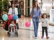 Ιωάννα Μπούκη: Βόλτα με την μαμά και τις κόρες της