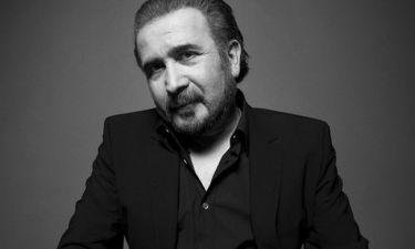 Λάκης Λαζόπουλος: «Γράφω πάντα στο κρεβάτι και πάντα χειρόγραφα»