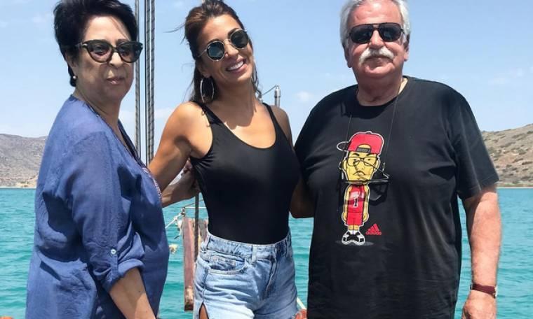 Ελένη Χατζίδου: Διακοπές με τους γονείς της