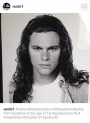 Δείτε τον Χρήστο Βασιλόπουλο σε ηλικία 16 ετών, αγνώριστο με μακριά μαλλιά!