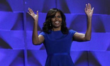 «Μην περιμένετε την υποψήφια που θα σας σώσει»: Η Μισέλ Ομπάμα προτρέπει τις γυναίκες να δράσουν