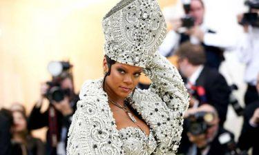 Habemus Papam! Η Rihanna έγινε Πάπας στη Νέα Υόρκη για τη μόδα