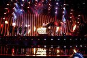 Eurovision 2018: Ουκρανία: Ο τραγουδιστής αναδύεται από το πιάνο