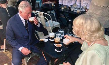 Κάρολος-Καμίλα: Πήγανε για καφέ στην Αγία Ειρήνη- Η φωτογραφία που ανέβηκε στο Twitter