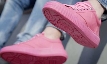 Gumshoe: Το πρώτο αθλητικό παπούτσι από μασημένες τσίχλες κυκλοφορεί στο Άμστερνταμ