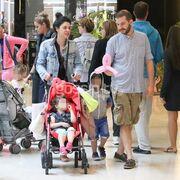 Σπάνια δημόσια εμφάνιση! Δείτε για πρώτη φορά την Δήμητρα Στογιάννη με τον άντρα και τα παιδιά της