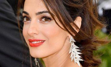 Το μεγάλο φάουλ της Amal Clooney, στην εμφάνισή της στο Met Gala