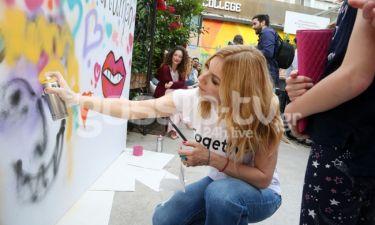Σμαράγδα Καρύδη: Δείτε τη να ζωγραφίζει… graffiti