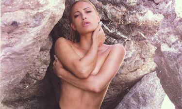 «Κόλαση» η ημίγυμνη δίπλα στον βράχο η Ιωάννα Τούνη