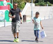Γιάννης Αϊβάζης: Βόλτα με την κόρη του στο Μαρούσι